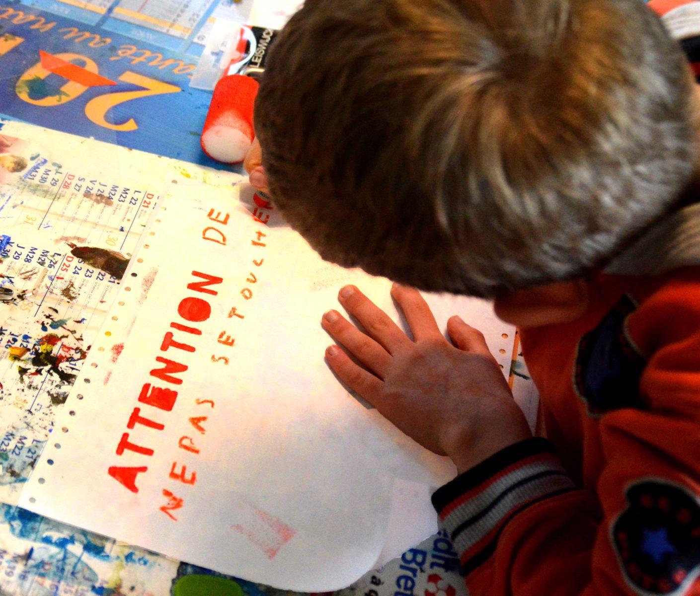 Réalisation d'affiches pour rappeler les gestes barrières.