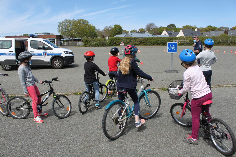 MAI à vélo : sécurité routière.